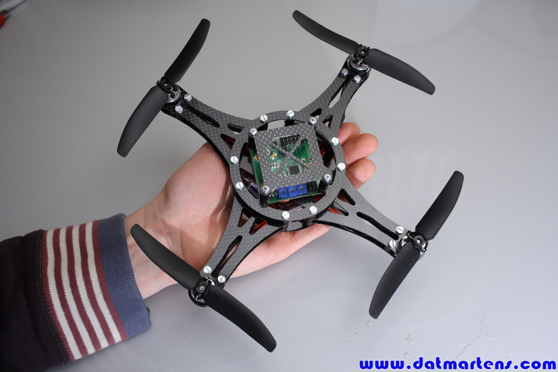 http://gallery.datmartens.com/thumb.php?src=cache%2Falbums%2FProjecten%2FQuadcopter%2FPrototype+2%2FDPP_0178.JPG&size=450&ratio=OAR&save=1